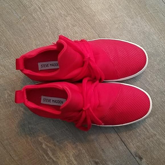Steve Madden Red Lancer Sneaker Size 8